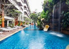 Jambuluwuk Oceano Seminyak Hotel - Denpasar - Piscina