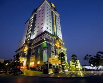 Sea Stars Hotel - Haiphong - Building