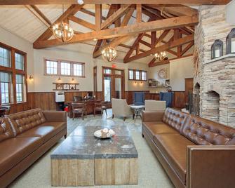 Corduroy Inn and Lodge - Snowshoe - Living room