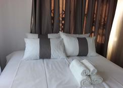 Khayalethu Holiday Home - Victoria Falls - Slaapkamer