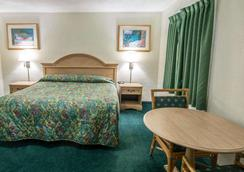 Rodeway Inn - Fort Pierce - Bedroom