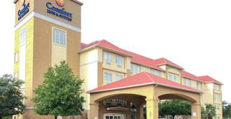 Comfort Inn and Suites Near Six Flags and Medical Center - San Antonio - Edificio