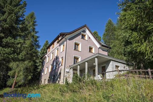 Hostel by Randolins - St. Moritz - Building