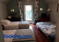 Les Chambres d'hôtes l'Hermine - Bazouges-la-Pérouse - Bedroom