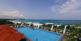 Kutabex Beach Front Hotel - Kuta - Piscina