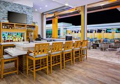 Hyatt House across from Universal Orlando Resort - Orlando - Bar