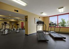 Travelodge Hotel Montreal Airport - Montreal - Gym