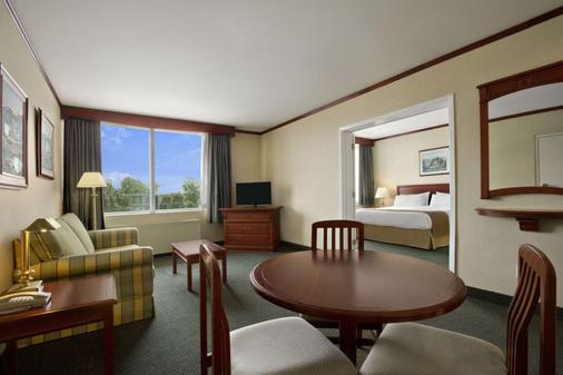 Travelodge Hotel Montreal Airport - Montreal - Dining room