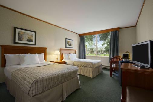 Travelodge Hotel Montreal Airport - Montreal - Bedroom