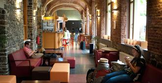 Liège Youth Hostel - Lieja - Recepción