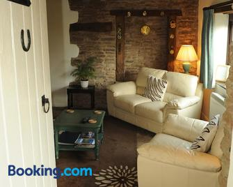 Steppes Farm Cottages - Monmouth - Living room