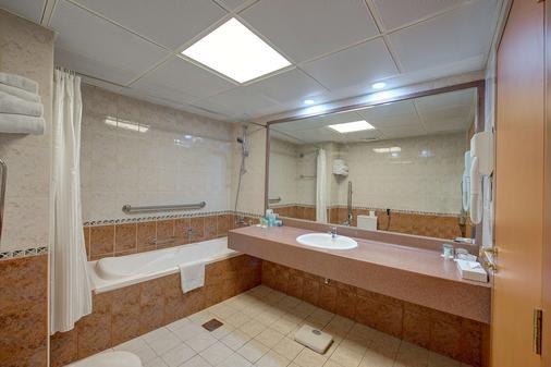 Golden Tulip Nihal Palace Hotel - Dubai - Bathroom