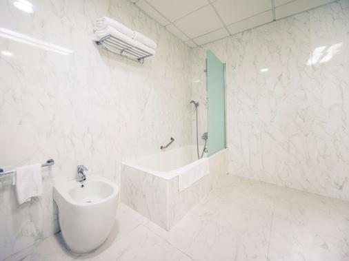 Mercure Carlton Rioja - Logroño - Bathroom