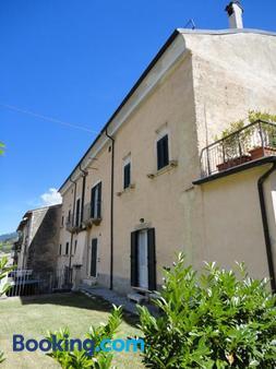 Il Palazzo - Scanno - Building