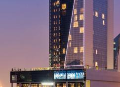 Canal Central Hotel - Dubai - Building