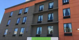 Magna Hotel - קווינס - בניין