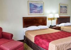 Econo Lodge - Richmond - Bedroom