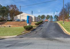 Motel 6 Suwanee - Ga Gwinnett Center - Suwanee - Vista del exterior