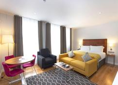 Premier Suites Plus Dublin Ballsbridge - Dublin - Bedroom