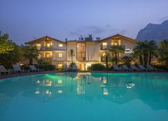 4 Limoni Apartment Resort - Riva del Garda - Pool