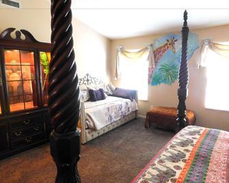 Evonne's Sharing House - Noblesville - Bedroom
