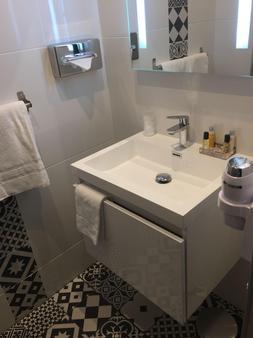 Citotel La Residence - Νανσύ - Μπάνιο