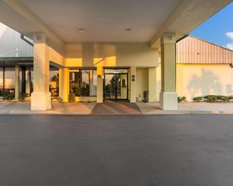 Quality Inn And Suites Eufaula - Юфола - Building