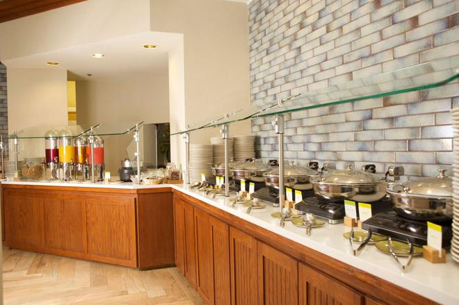 DoubleTree Suites by Hilton Raleigh - Durham - Durham - Buffet