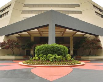 DoubleTree Suites by Hilton Raleigh - Durham - Дурхам - Building