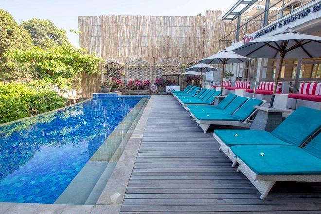 Away Bali Legian Camakila Resort - Kuta - Pool