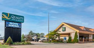 Quality Inn & Suites - Escanaba