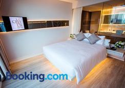 Crystal Hotel Hat Yai - Hat Yai - Bedroom