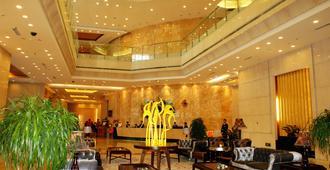 Xincheng Hotel - הוהוט