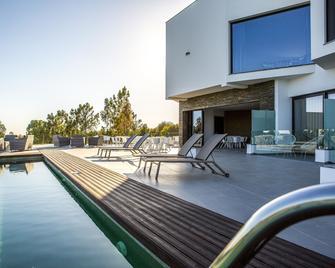 Enigma - Nature & Water Hotel - Sao Teotonio - Pool