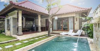 Bali Prime Villas - North Kuta - בריכה