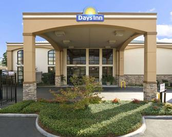 Days Inn & Suites by Wyndham Tuscaloosa - Univ. of Alabama - Tuscaloosa - Building
