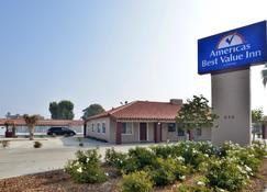 Americas Best Value Inn Porterville - Porterville - Bangunan