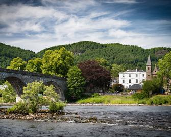 Atholl Arms Hotel - Dunkeld - Outdoors view