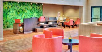 Courtyard by Marriott Erie Ambassador Conference Center - Erie - Lounge