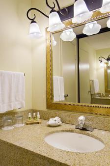 Red Lion Hotel Seattle Airport - SeaTac - Bathroom