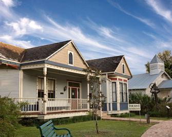 Days Inn & Suites by Wyndham Opelousas - Opelousas - Будівля