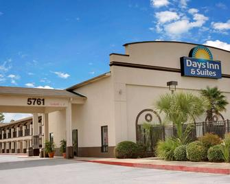 Days Inn & Suites by Wyndham Opelousas - Opelousas - Building