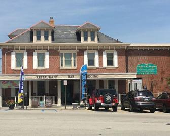 Mccali Manor - Mount Pleasant - Building