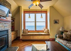 The Inn At Croftville Road Cottages #8. On The Shore Of Lake Superior - Grand Marais - Living room