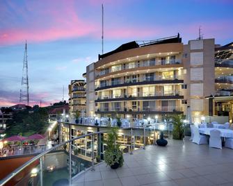Protea Hotel by Marriott Kampala Skyz - Кампала - Building