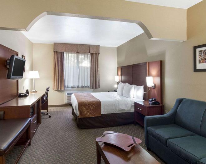 Quality Suites - Midland - Makuuhuone