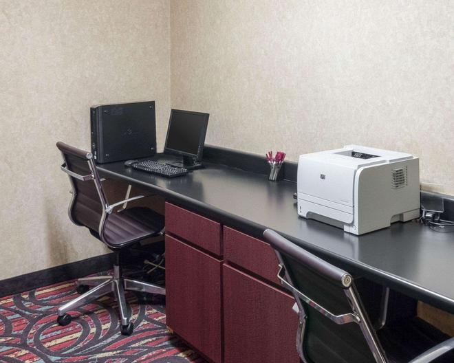 Quality Suites - Midland - Liikekeskus