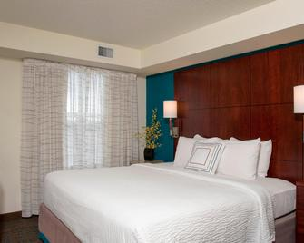 Residence Inn by Marriott Toledo Maumee - Моми - Спальня