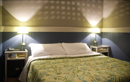 Hotel Colombo - Genoa - Bedroom