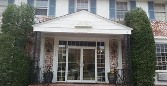 The Virginia Lodge - Alexandria - Building
